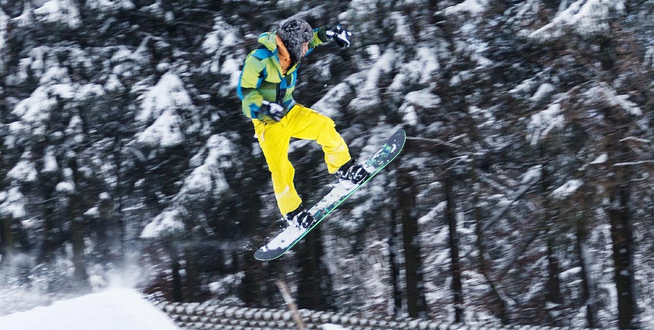 snowboarding-jump