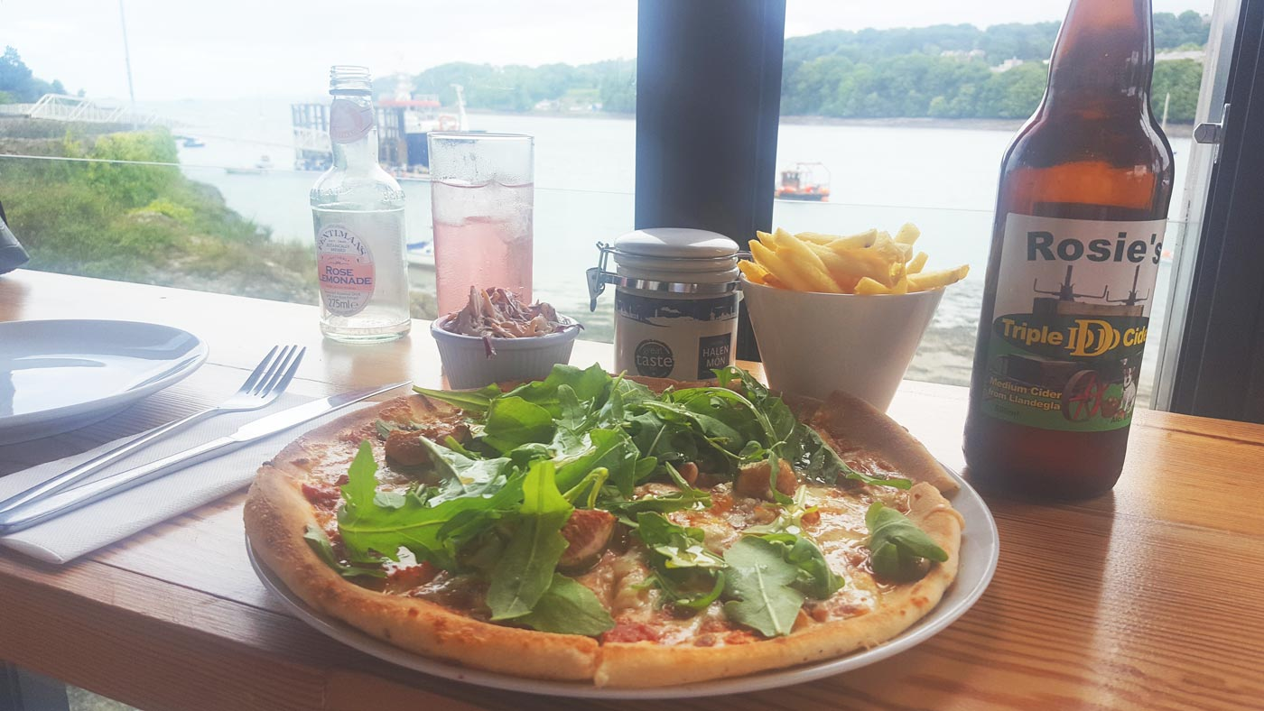 dylans-restaurant-anglesey-pizza-lunch-review