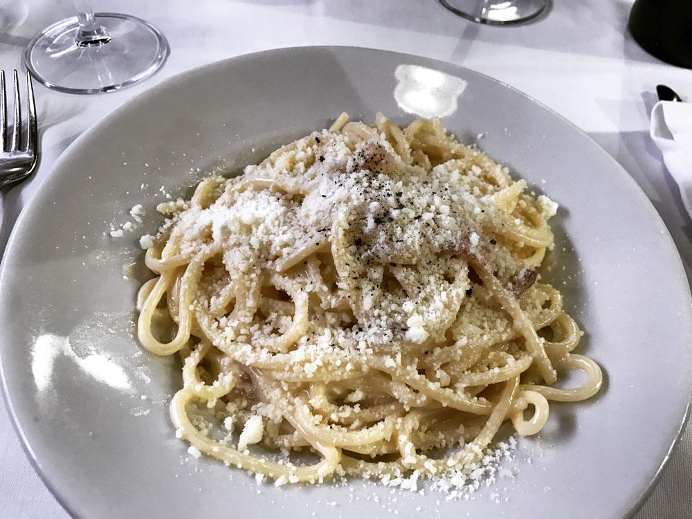 traditional spaghetti carbonara at Romana Taverna in Rome