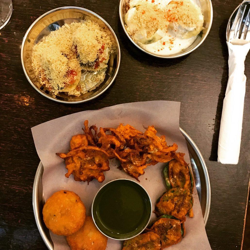 Bwyta Bwyd Bombai mixed bhaji puri and batata vada
