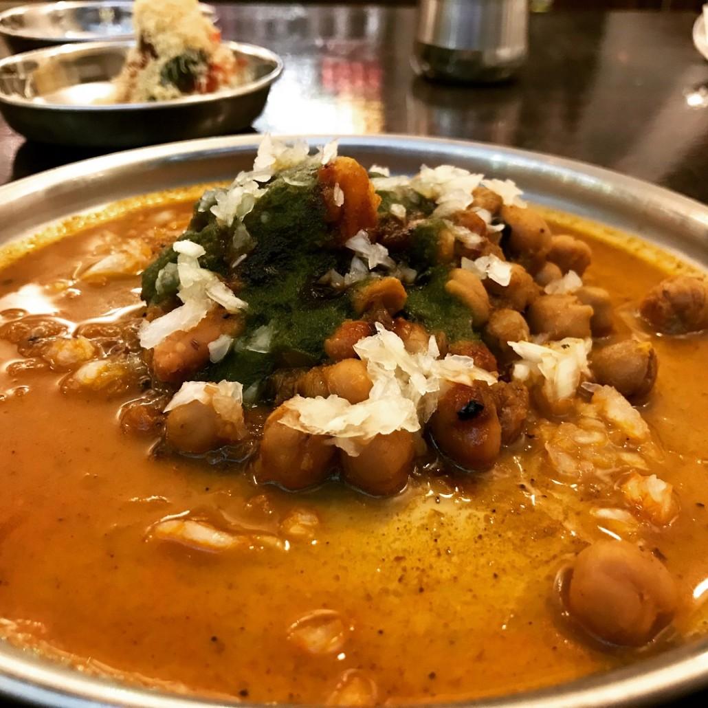 Indian street food in Cardiff samosa chole Bwyta Bwyd Bombai